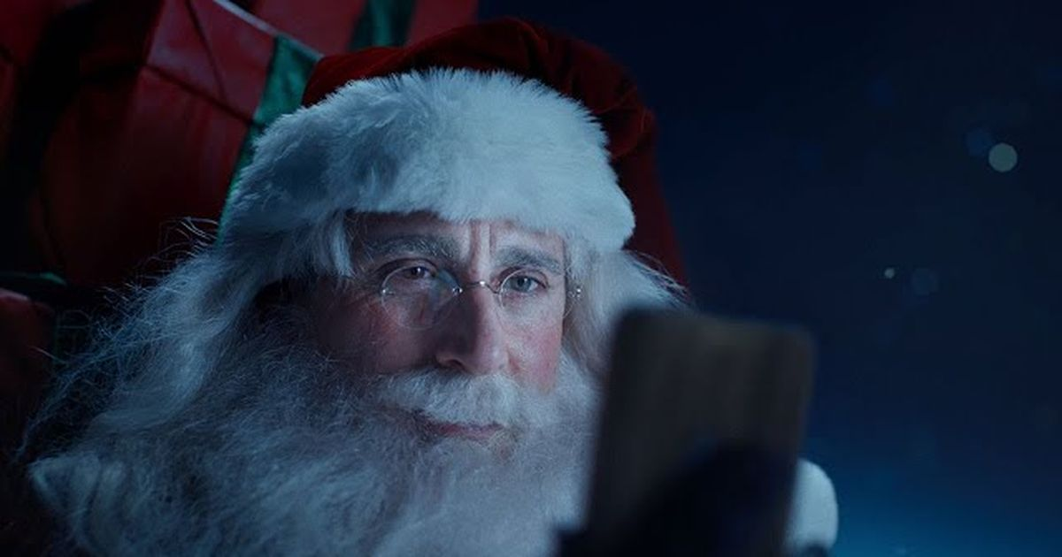 El Papá Noel de Steve Carell predica la unión en un dulce comercial de Xfinity, después de que Xfinity limita los datos de Internet