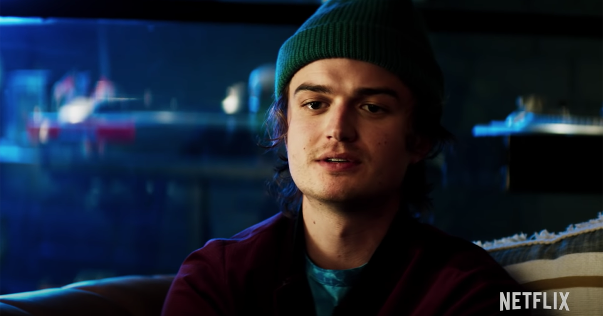 El clip 'Death to 2020' de Netflix ve a Joe Keery como un 'proveedor de contenido' altamente molesto