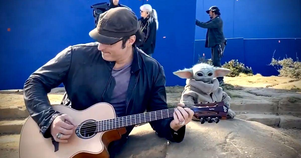 Mira a Baby Yoda bailar con una melodía del director Robert Rodríguez