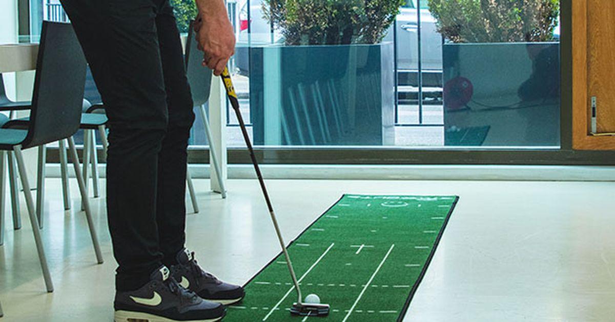 Perfecciona tu putt desde tu sala de estar con este estudio de putt de 4 piezas