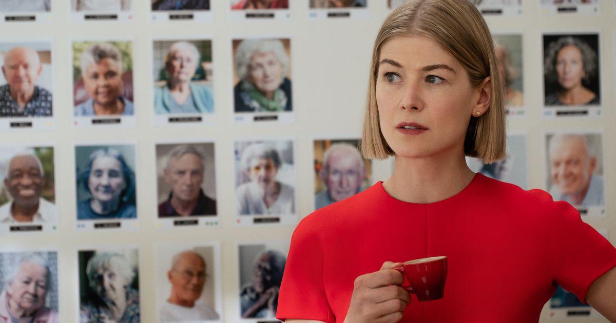 Rosamund Pike estrena nueva villana en 'I Care A Lot' de Netflix: Ver