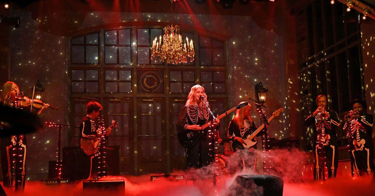 Phoebe Bridgers rompió su guitarra en 'SNL' y Twitter tiene pensamientos