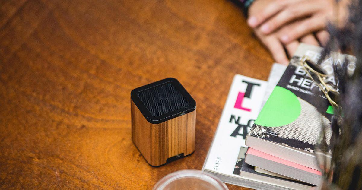 Ahorre un 20% en un altavoz Bluetooth estéticamente agradable