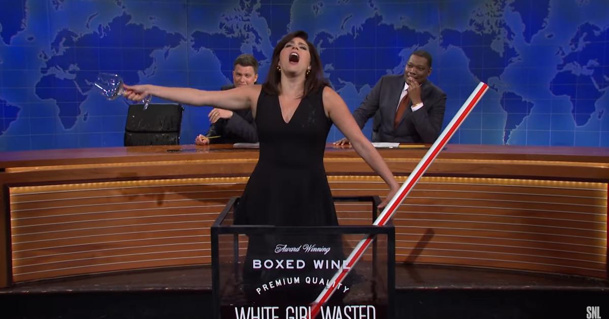 Cecily Strong recibe vino POR TODAS PARTES en una divertida actualización de fin de semana de 'SNL'