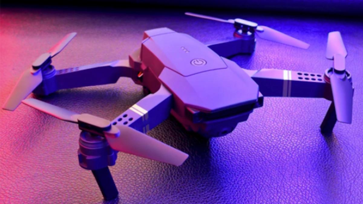 Ahorre más de $ 100 en este dron con doble cámara y comience a tomar fotos desde el cielo